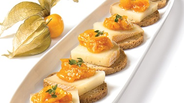 Zurigo cheese with stewed ground cherries