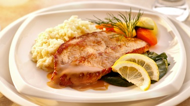 Milk-fed veal cutlets al limone