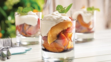Grilled fruit with mascarpone cream
