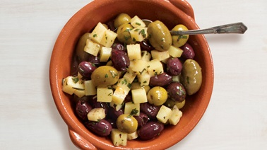 Cocktail olives with manchego cheese