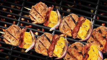 Pork and pineapple brochettes