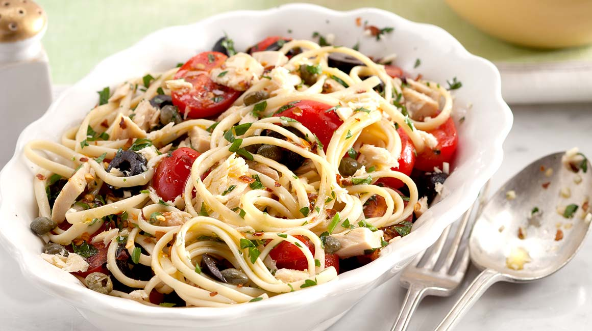 Linguine with tuna, capers and fresh tomatoes
