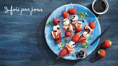 Sweet & savoury strawberry brochettes from Trois Fois par Jour