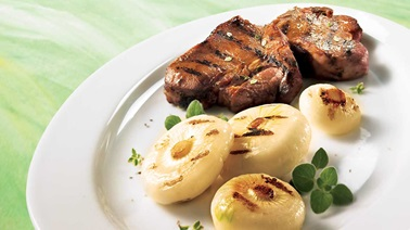 Caramelized lamb chops and onions