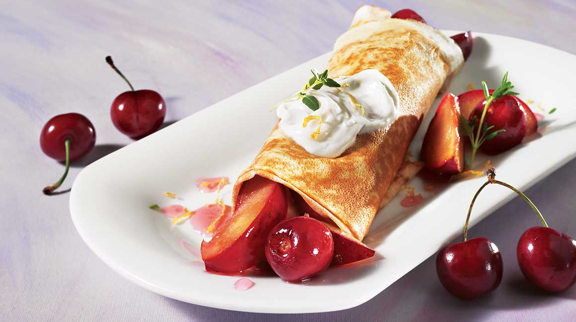 Fruit crêpes with cheese topping