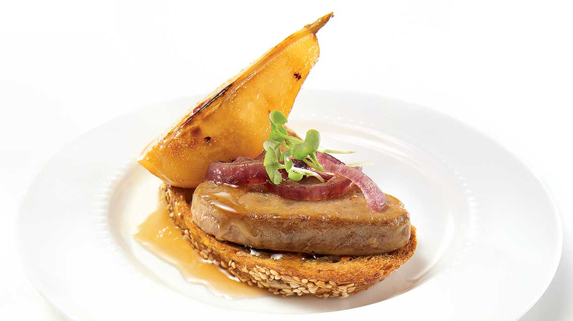 Foie gras escalopes with pear and caramelized onion