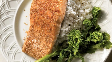 Salmon fillet in a sesame crust