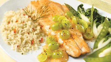 Fillet of trout with green grape sauce