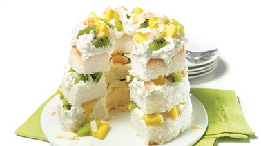 Angel food cake with kiwis and pineapples