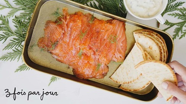 Salmon gravlax with steak spices and pickle sauce from Trois fois par jour