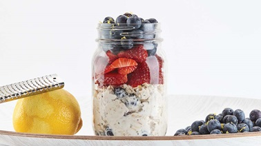 Mixed berry overnight oats
