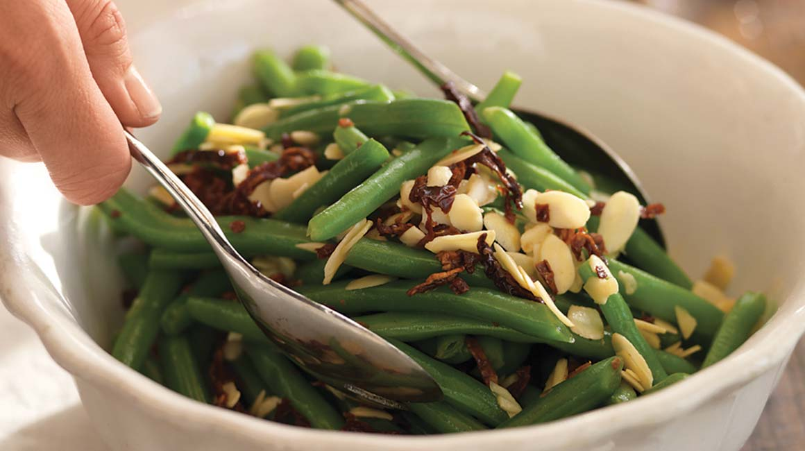 Green beans with sundried tomatoes and almonds