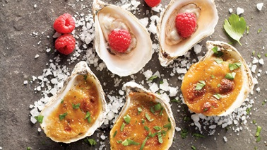 Oysters & mignonette sauce duo