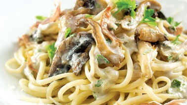 Creamy Linguine with Mushrooms and Romano