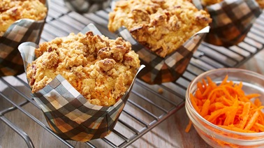 Moist and crunchy carrot muffins