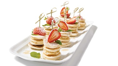 Mini pancakes with strawberries
