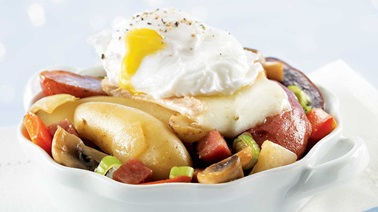 Poached eggs with fingerling potatoes, red pepper & salami sauté