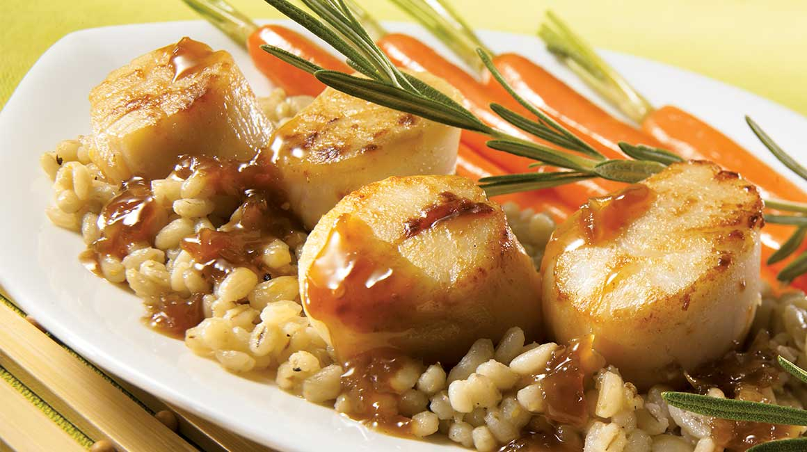 Sautéed scallops with maple sauce and barley pilaf