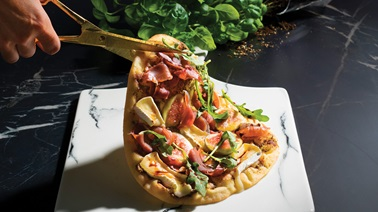 Naan pizza with L'Extra Brie cheese, figs & prosciutto
