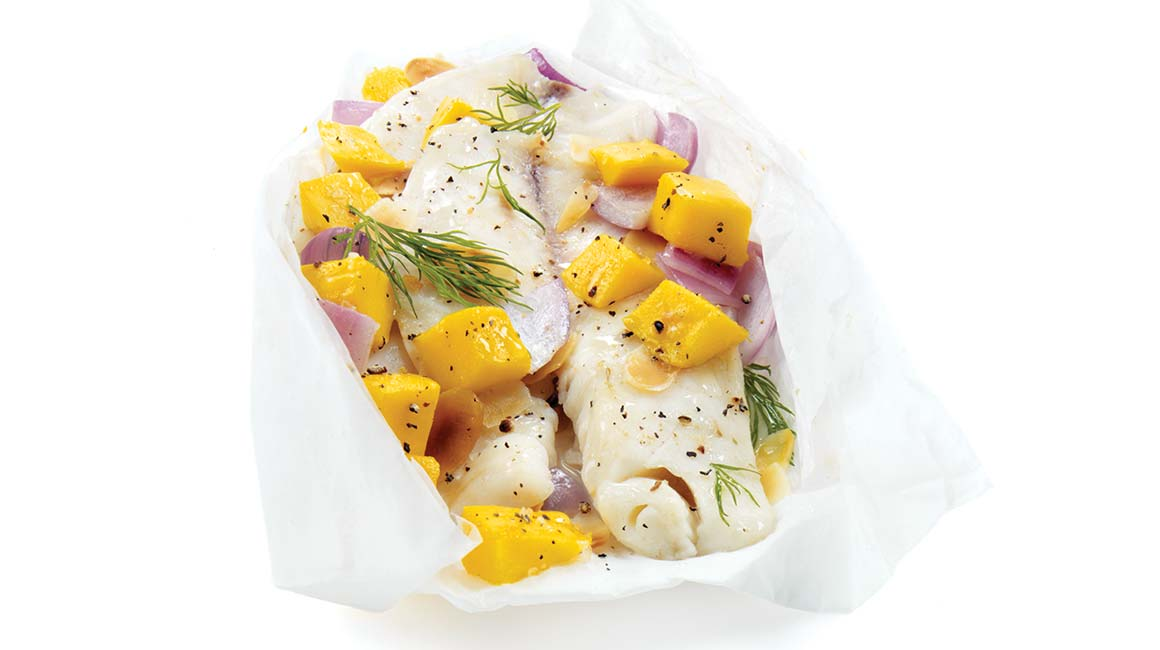 White fish with mango and lemon en papillote