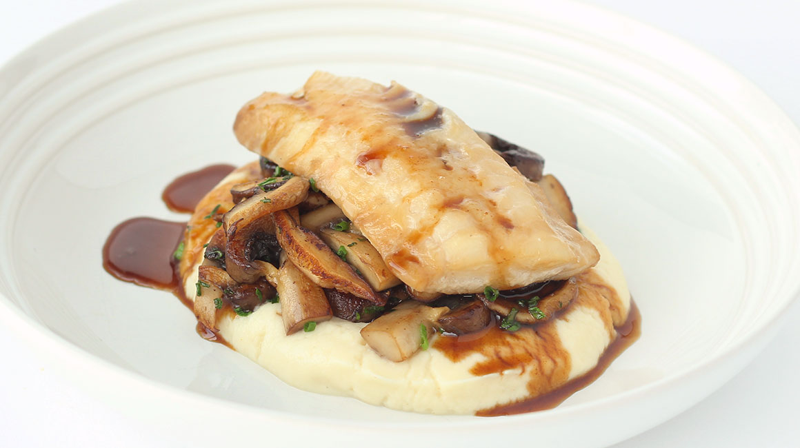 Honey- and soy sauce-marinated fish with mashed celeriac and sautéed mushrooms