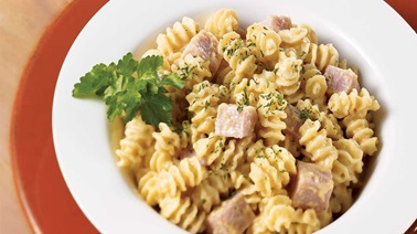 Spicy ham and cheese radiatore