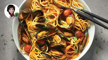 Spaghetti with Mussels & Tomatoes