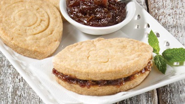 Shortbread with date jam