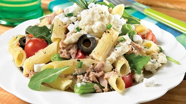 Gluten free garden salad with penne and tuna