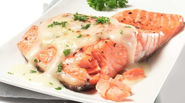 Salmon with béchamel cheese sauce
