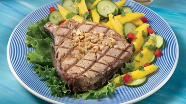 Tuna steak on mango salad