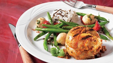 Grilled marinated rabbit tournedos and green beans