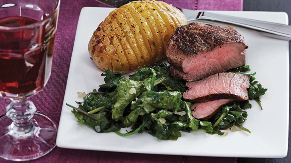 Pan-fried tournedos with hasselback potatoes