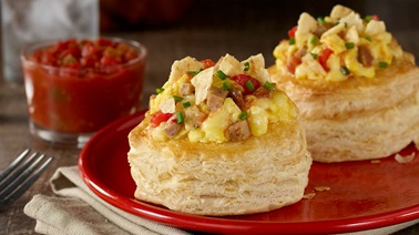 Vol-au-vents with scrambled eggs