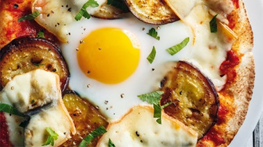 Eggplant Pita Pizza with Egg from Ricardo